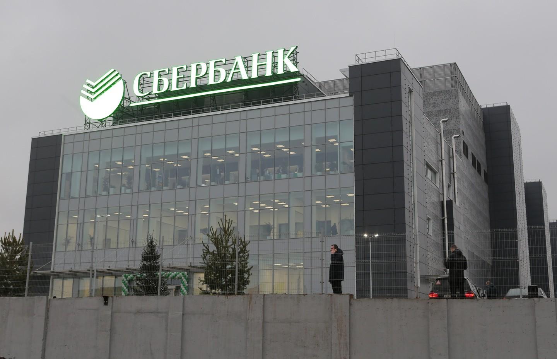 Стало известно, сколько Сбербанк тратит на хранение бумажных документов
