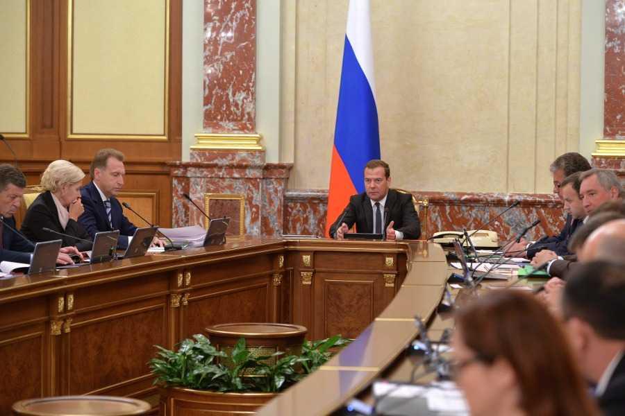 Медведев дал понять, что посредством технологии блокчейн можно избавиться от бюрократизации
