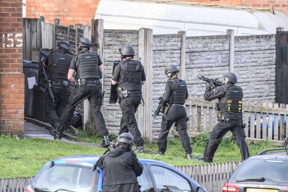 После нескольких постов на форуме дом разработчика Джеймса Лоппа окружила полиция